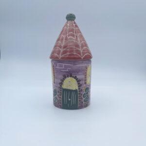 Barattolo grande porta sale e porta spezie a forma di casetta in ceramica fatta e dipinta a mano viola con tetto rosso